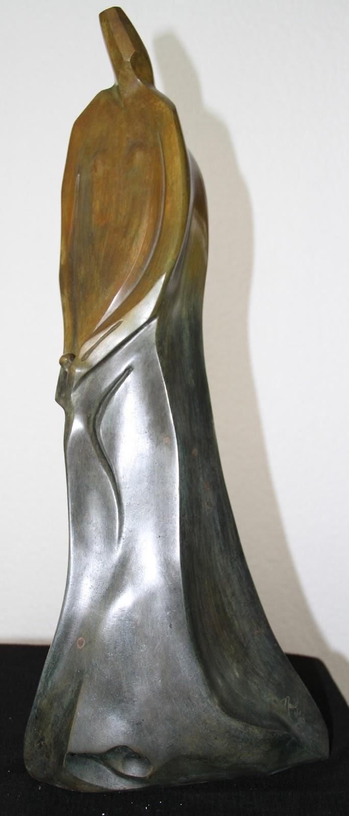 Entre tus manos - Nour Kuri, Escultura