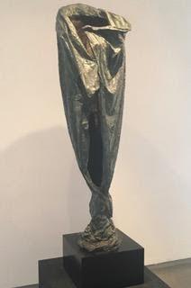 Manto - Escultura, Nour Kuri